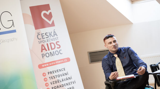 Rozhovor s Michaelem Jettmarem o destigmatizaci a harm-reduction v prevenci HIV